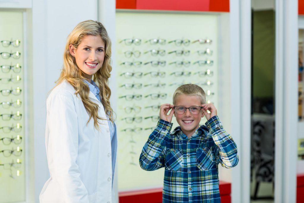 Optiker-Krauss-Berlin-Kinderoptik-Kinderbrillen-Schielen-Leseschwäche